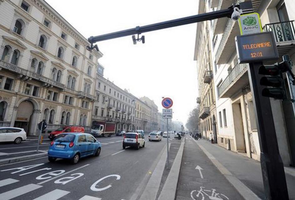 Milano, Area C: i vigili dichiarano telecamere spente ma dopo 3 mesi arriva la multa