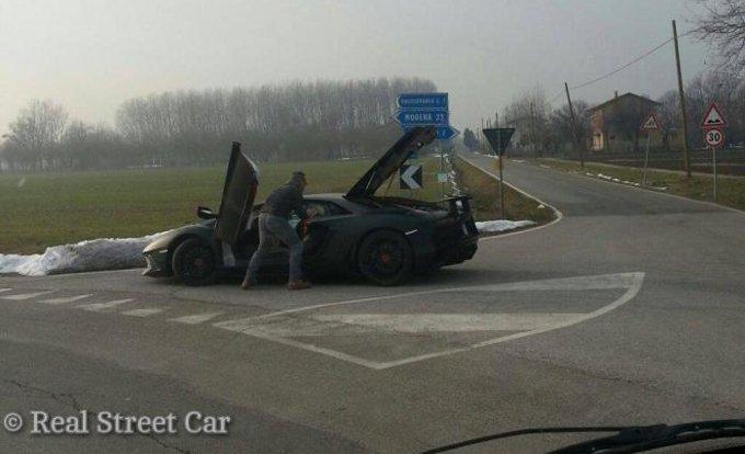 Lamborghini Aventador Super Veloce: nuova foto spia durante dei test in Italia