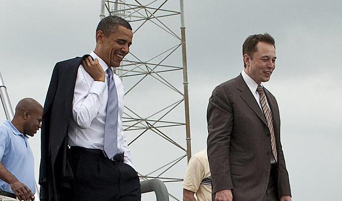 """Elon Musk: """"un giorno guidare sarà proibito"""", ma poi si corregge"""