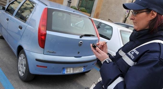 Strisce Blu, Milano non segue ancora il diktat del Governo