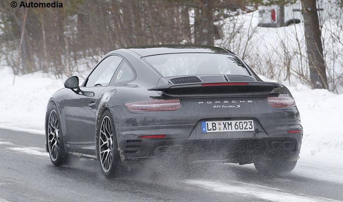 Porsche 911 2016: la Carrera potrebbe avere un motore turbo da 407 cavalli