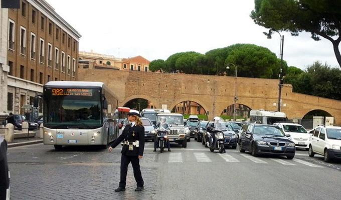 Traffico: Roma la città più congestionata d'Italia e tredicesima nel mondo