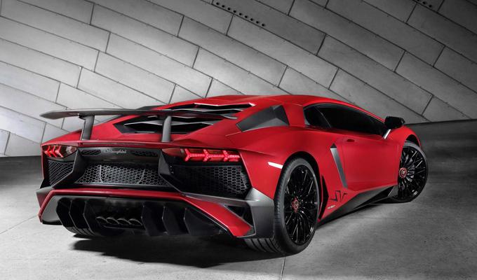 Lamborghini Aventador LP 750-4 Superveloce: solo 600 esemplari per questo Toro scatenato