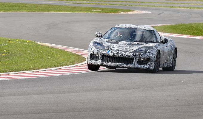 Lotus Evora 400: sul circuito di Hethel sei secondi più rapida della Evora S