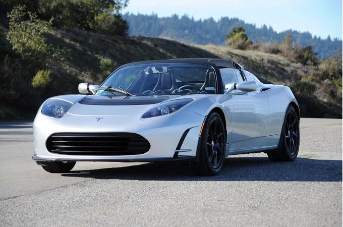 Tesla Roadster 3.0, l'aggiornamento arriverà ad agosto