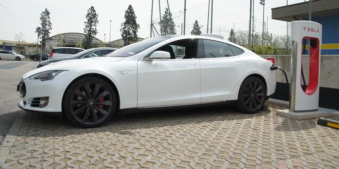Tesla Model S P85D primo contatto 2015