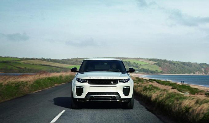 Range Rover: il nuovo modello potrebbe essere imparentato con la Jaguar F-Pace