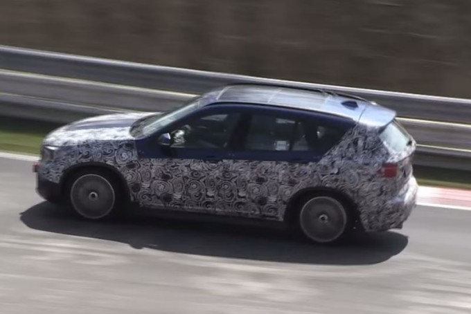 Nuova BMW X1 impegnata nei test al Nürburgring [VIDEO SPIA]
