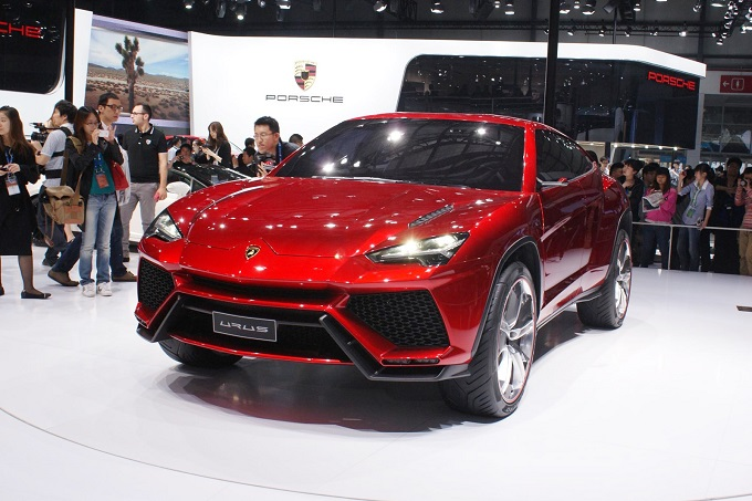 Lamborghini, il governo Renzi dà il via libera alla produzione del nuovo SUV di Sant'Agata Bolognese