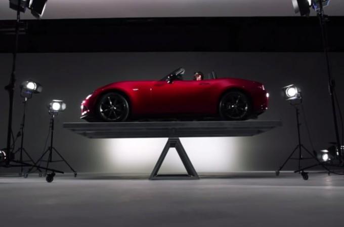 Mazda MX-5 Miata, distribuzione del peso 50:50 messa alla prova [VIDEO]