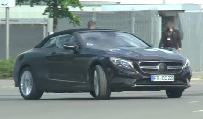Mercedes Classe S Cabriolet: ripreso un prototipo in movimento con poche coperture [VIDEO]