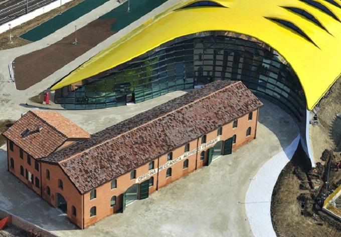 """Ferrari, """"Città dei motori"""" celebra le Rosse a Maranello nella sesta tappa del tour"""
