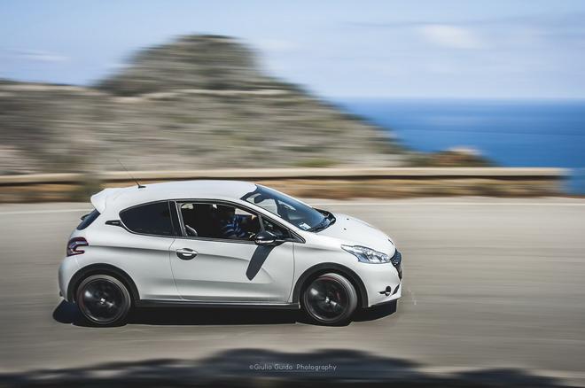 Peugeot_208_GTI_30th_Targa_Dreaming_16