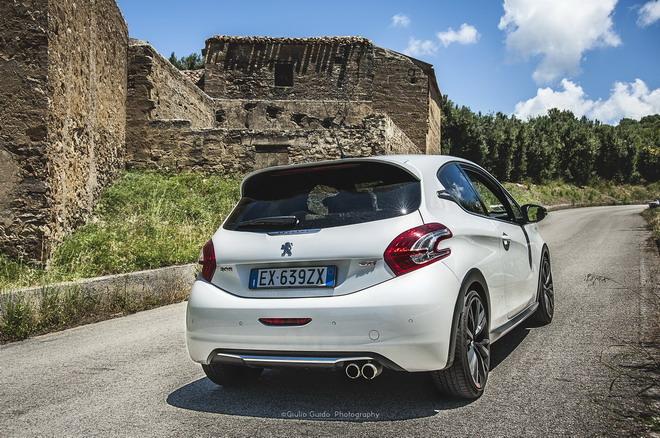 Peugeot_208_GTI_30th_Targa_Dreaming_22