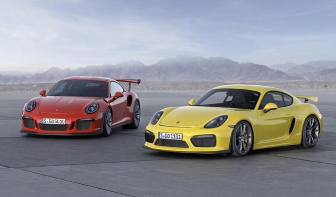 Porsche 911 GT3 RS e Cayman GT4: osservare Goodwood da due prospettive dinamiche [VIDEO]