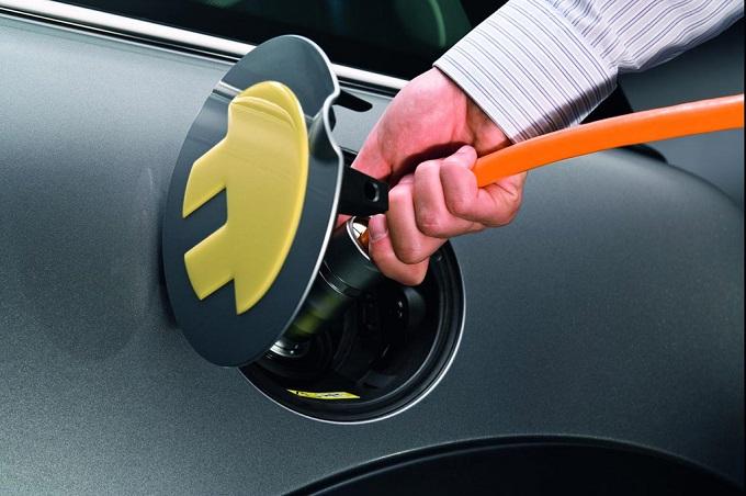 Auto elettriche, a Roma ne circola quasi un quinto di quelle italiane