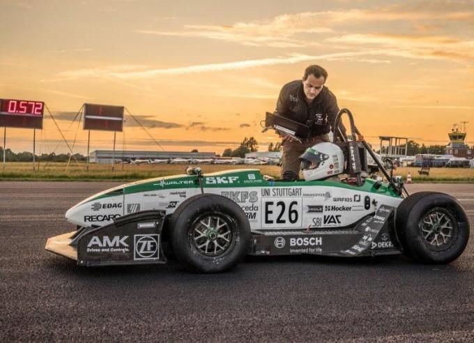 Nuovo record del mondo nell'accelerazione 0-100 km/h: 1,799 secondi [VIDEO]
