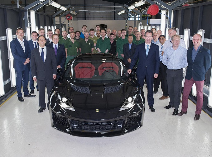 Lotus Evora 400, il primo esemplare esce dalla catena di montaggio