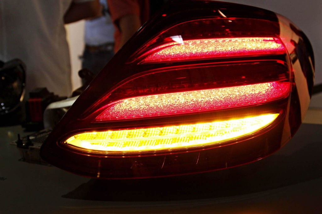 Nuova Mercedes Classe E: il fanale posteriore visto da vicino