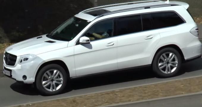 Mercedes GLS, beccato in strada il SUV premium della Stella [VIDEO SPIA]