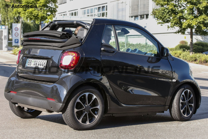 smart fortwo cabrio my 2016 due prototipi catturati. Black Bedroom Furniture Sets. Home Design Ideas