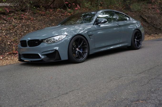 BMW M4 in tinta Grigio Medio e dettagli M Performance