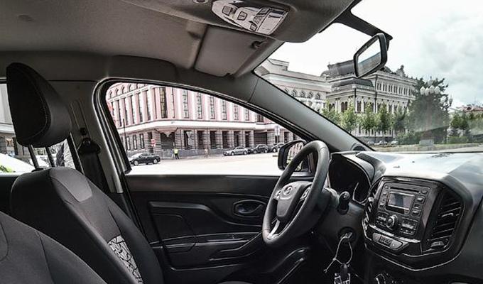Lada xray arriva la prima foto ufficiale degli interni for Dacia duster 2017 interni
