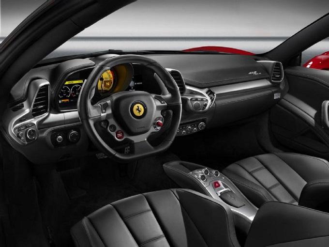 Ferrari richiama 67 vetture per problemi all'airbag frontale