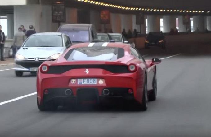 Supercar in parata rombano all'ingresso del tunnel del GP di Monaco di F1 [VIDEO]