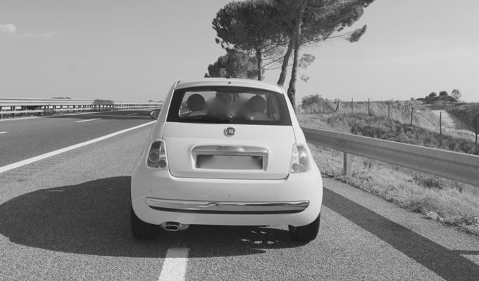 Fiat 500: viaggiando verso sud ripensando a estati lontane