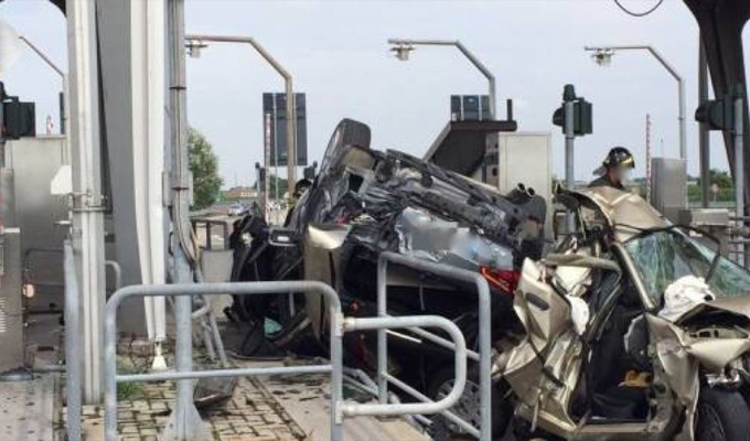 Grave incidente sull'A14: due morti e tre feriti al casello di Cotignola