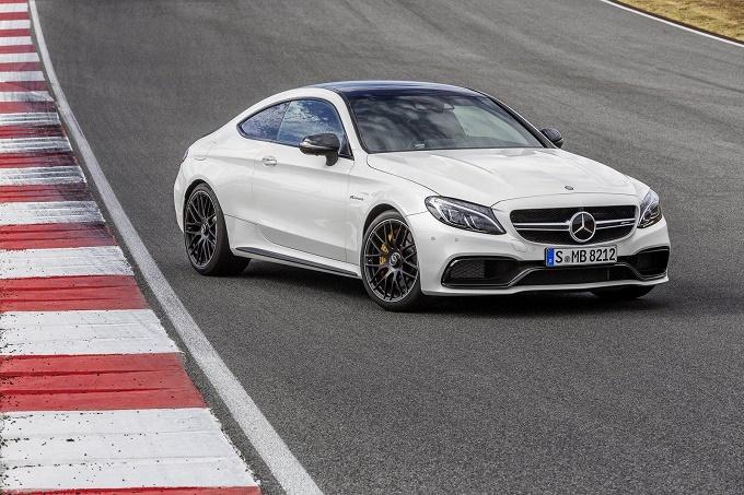 Nuova Mercedes-AMG C63 S Coupé, star in tre nuovi VIDEO PROMOZIONALI