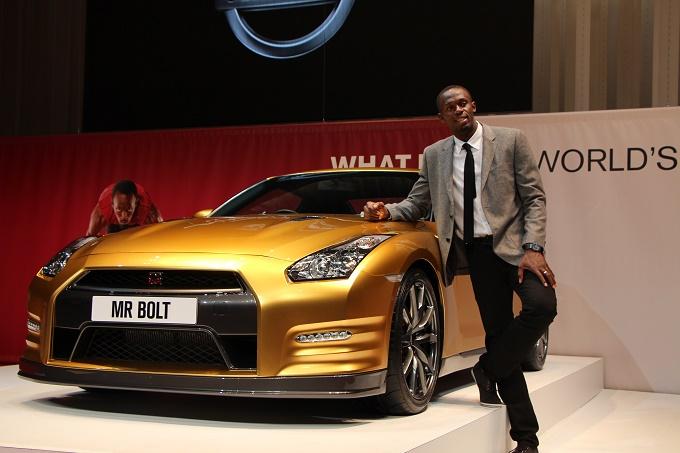 Una Nissan GT-R tutta d'oro per l'uomo più veloce del mondo