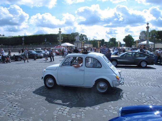 Fiat 500 alla Traversée estivale de Paris en Anciennes [VIDEO]