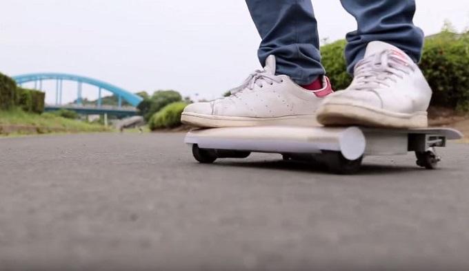 WalkCar, il veicolo-tablet elettrico per muoversi in città [VIDEO]