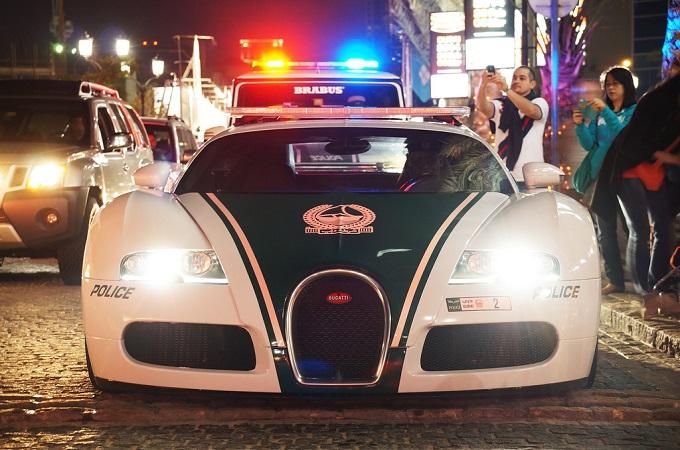 La polizia di Dubai viaggia in supercar [VIDEO]