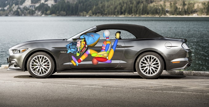Ford Mustang introduce un nuovo airbag per proteggere le ginocchia