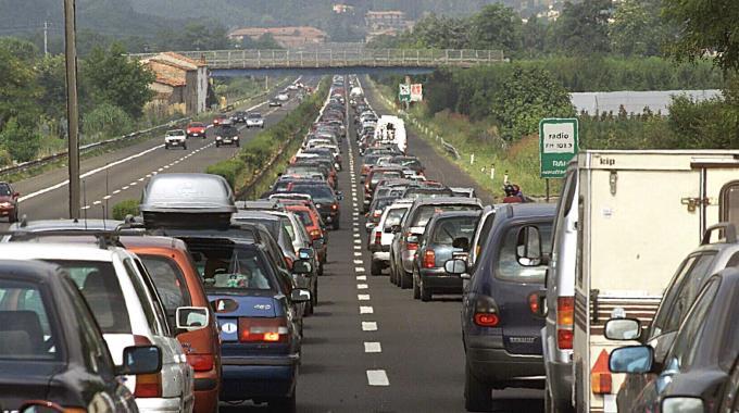 Incidente sulla A1: un morto e tre feriti, autostrada bloccata tra Parma e Piacenza