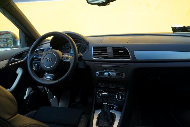 Audi_Q3_pss_int