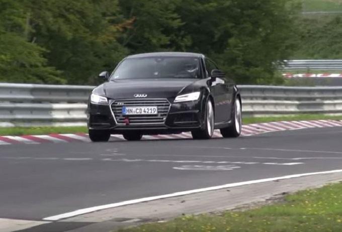 Audi TT RS filmata la prossima generazione tra le curve della pista del Nürburgring [VIDEO SPIA]