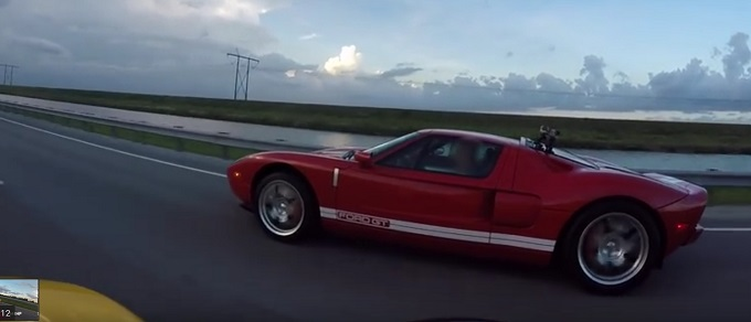 Ford GT 2015 vs McLaren 650S, due epoche a confronto [VIDEO]
