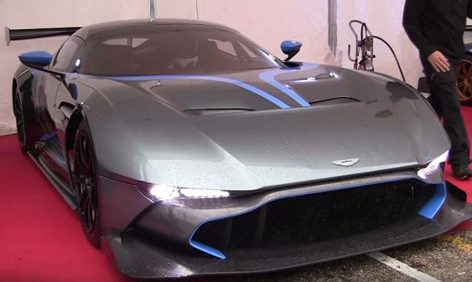 Aston Martin Vulcan, orecchie spalancate per il seducente rombo del V12 da oltre 800 CV [VIDEO]