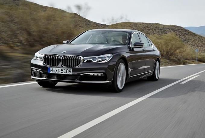 Nuova BMW Serie 7, negli USA il test drive si ordina con Uber