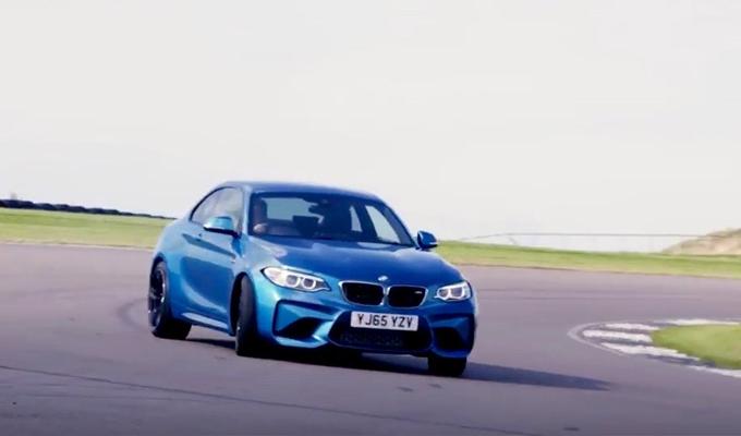 BMW M2 Coupé: le evoluzioni della nuova sportiva sul tracciato di Anglesey [VIDEO]