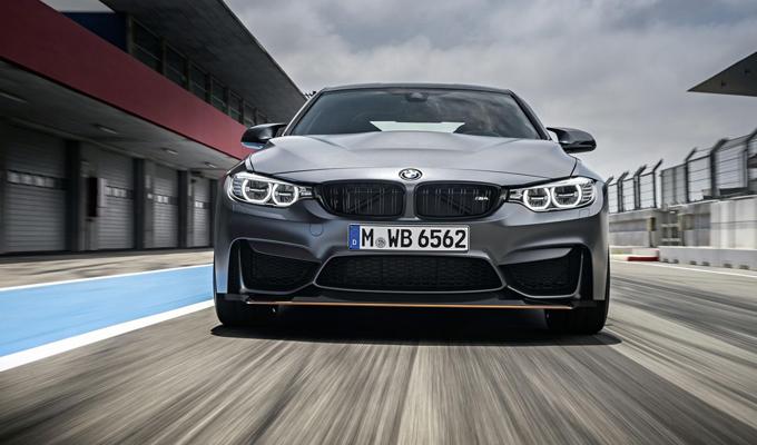 BMW M4 GTS: un roboante soffio di potenza attraversa il circuito di Anglesey [VIDEO]