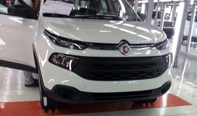 Fiat toro spuntano in rete alcuni scatti del modello for Dimensiones fiat idea