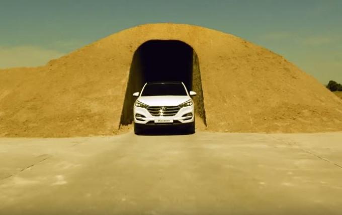 """Nuova Hyundai Tucson: precisione di guida estrema nel """"circuito di sabbia"""" [VIDEO]"""