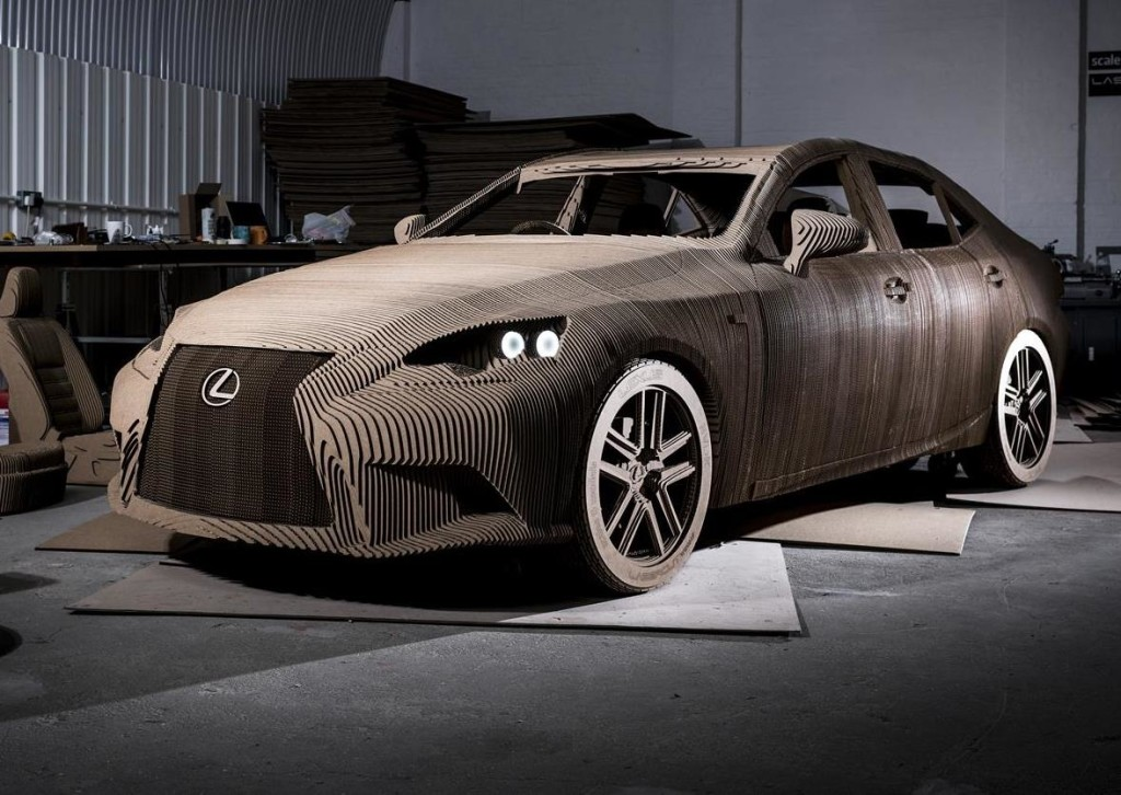 Lexus IS Origami, replica in scala 1:1 fatta di cartone ma guidabile [FOTO e VIDEO]