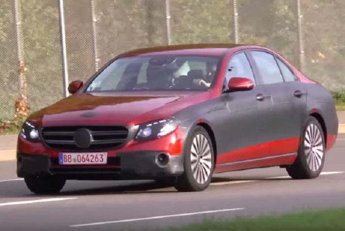 Nuova Mercedes Classe E: i prototipi berlina e station wagon filmati in Germania [VIDEO SPIA]