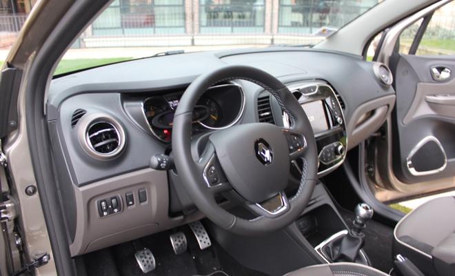 Renault captur iconic il crossover compatto dai dettagli for Clio bianco avorio